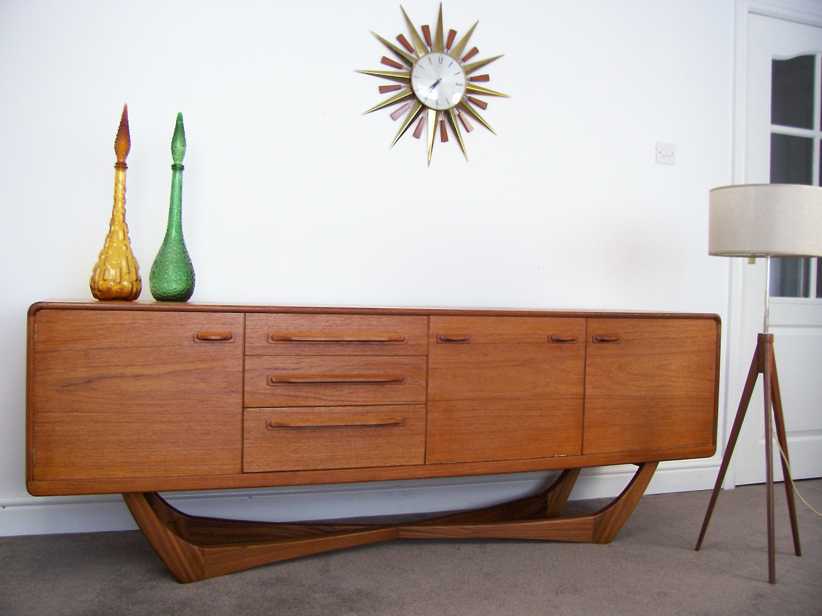 Mid century furniture home interior design for Modern furniture